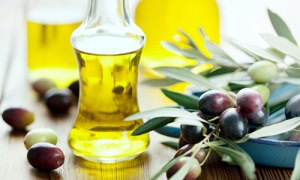 olive-oil-extra-virgin-with-olives_500x300